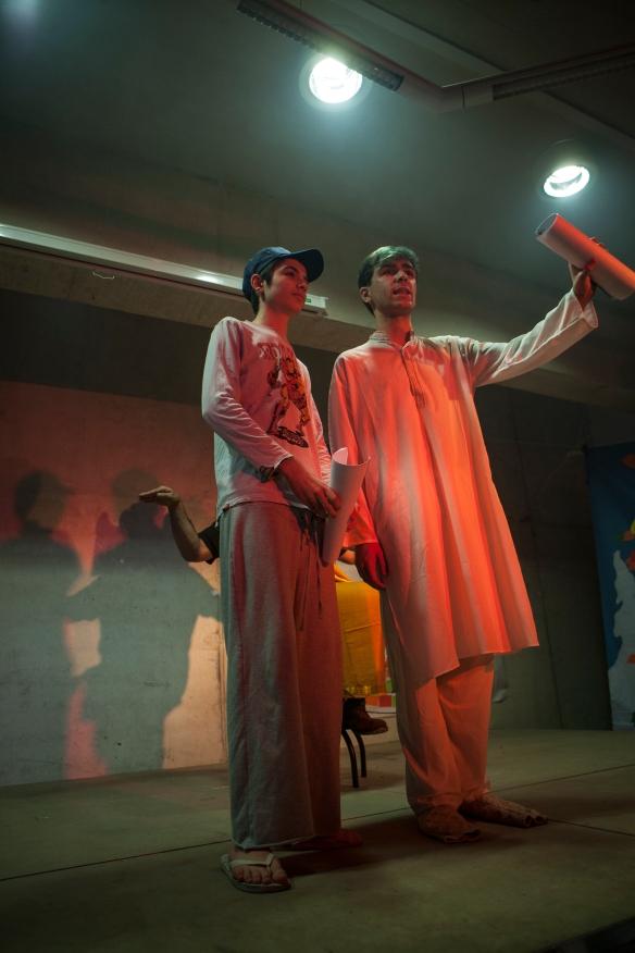 Tagore mostrando a Ranjit los paisajes y las gentes de la India. Foto: Vicente López Tofiño.