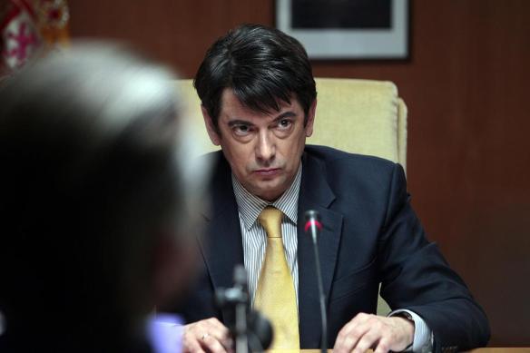 """Manolo Solo interpretando al juez Ruz en """"B"""""""