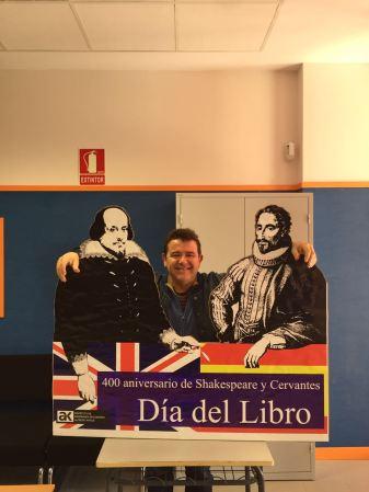Photocall del IES Alfredo Kraus con motivo del día del libro.